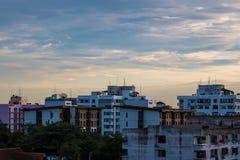 Αστικός ουρανός βραδιού στοκ εικόνες με δικαίωμα ελεύθερης χρήσης