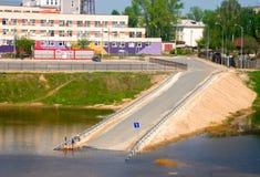 Αστικός δρόμος που πηγαίνει κάτω από το νερό στοκ φωτογραφία με δικαίωμα ελεύθερης χρήσης
