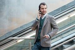 Αστικό άτομο που καλεί το τηλέφωνο Στοκ φωτογραφία με δικαίωμα ελεύθερης χρήσης