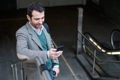 Αστικό άτομο που καλεί το τηλέφωνο Στοκ Φωτογραφίες
