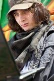 Αστικό αγόρι με το lap-top Στοκ φωτογραφία με δικαίωμα ελεύθερης χρήσης