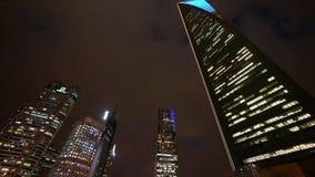 Αστικό κτήριο, οικονομικά κεντρικά ορόσημα της Σαγγάης pudong τη νύχτα απόθεμα βίντεο