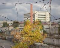 Αστικό τοπίο με οδοντωτό - καλώδιο Στοκ φωτογραφία με δικαίωμα ελεύθερης χρήσης
