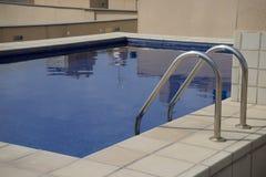 Αστικό swimmingpool στοκ φωτογραφίες με δικαίωμα ελεύθερης χρήσης