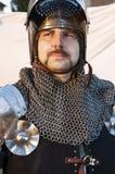 Αστράφτοντας ασπίδα εκμετάλλευσης ιπποτών Στοκ φωτογραφία με δικαίωμα ελεύθερης χρήσης