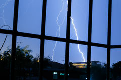 Αστραπή στο θυελλώδη ουρανό Στοκ εικόνα με δικαίωμα ελεύθερης χρήσης