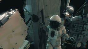 Αστροναύτης που εργάζεται στο ISS Ρεαλιστική 4K ζωτικότητα διανυσματική απεικόνιση
