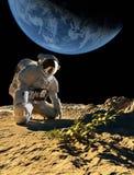 Αστροναύτης στα γόνατά του Στοκ φωτογραφία με δικαίωμα ελεύθερης χρήσης