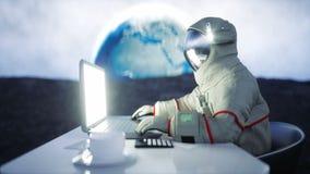 Αστροναύτης στο φεγγάρι που λειτουργεί με το σημειωματάριο Ρεαλιστική 4K ζωτικότητα απεικόνιση αποθεμάτων