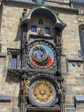 Αστρονομικός πύργος ρολογιών της Πράγας στην παλαιά πλατεία της πόλης στοκ εικόνες με δικαίωμα ελεύθερης χρήσης