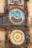 Αστρονομικό ρολόι της Πράγας στον τοίχο στοκ φωτογραφία