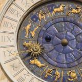 Αστρονομικό ρολόι σε έναν πύργο στο τετράγωνο του ST Mark ` s, Βενετία, Ιταλία Στοκ φωτογραφία με δικαίωμα ελεύθερης χρήσης