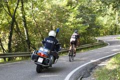 Αστυνομία και ο ποδηλάτης στοκ εικόνα