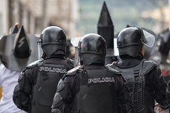 Αστυνομία ταραχής στο Inti Raymi σε Cotacachi Στοκ Φωτογραφίες