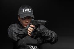 Αστυνομικός SWAT με το πιστόλι Στοκ φωτογραφίες με δικαίωμα ελεύθερης χρήσης