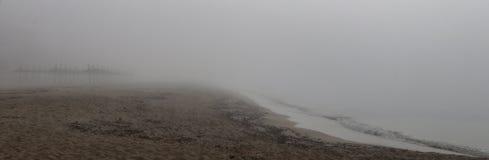 Ασυνήθιστη ομίχλη στην παραλία EL arenal στη Μαγιόρκα ευρέως Στοκ φωτογραφίες με δικαίωμα ελεύθερης χρήσης