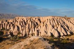 Ασυνήθιστοι ρόδινοι βράχοι κοντά στην πόλη Uchisar Στοκ φωτογραφίες με δικαίωμα ελεύθερης χρήσης