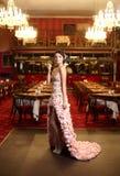 ασυνήθιστος γάμος εστιατορίων φορεμάτων νυφών Στοκ Εικόνες