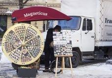 Ασυνήθιστο περίπτερο με τους μαγνήτες αναμνηστικών Στοκ φωτογραφίες με δικαίωμα ελεύθερης χρήσης