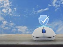 Ασφάλεια Διαδικτύου τεχνολογίας cyber και αντι έννοια ιών ελεύθερη απεικόνιση δικαιώματος