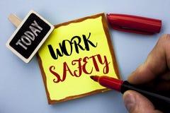 Ασφάλεια εργασίας κειμένων γραψίματος λέξης Επιχειρησιακή έννοια για Safeness διαβεβαίωσης προστασίας κανονισμών ασφάλειας προσοχ στοκ φωτογραφίες με δικαίωμα ελεύθερης χρήσης