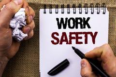 Ασφάλεια εργασίας κειμένων γραψίματος λέξης Επιχειρησιακή έννοια για Safeness διαβεβαίωσης προστασίας κανονισμών ασφάλειας προσοχ στοκ εικόνες