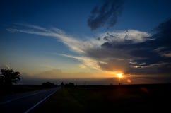 ασφάλτου φωτεινό ηλιοβασίλεμα οδικών ήλιων άνθρακα καλό ευρέως Στοκ Φωτογραφία