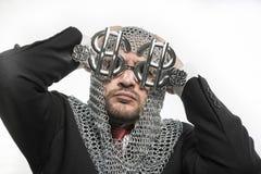 Ασφάλεια, επιχειρηματίας με μεσαιωνικός executioner στο μέταλλο και silve Στοκ Εικόνες