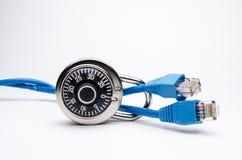 Ασφάλεια δικτύων με την κλειδαριά συνδυασμού στην πλευρά Στοκ εικόνα με δικαίωμα ελεύθερης χρήσης