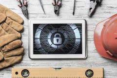 Ασφάλεια Ιστού και έννοια τεχνολογίας με το PC ταμπλετών στην ξύλινη ετικέττα Στοκ Φωτογραφία
