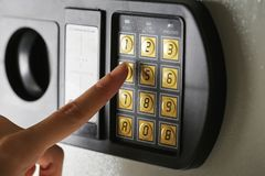 Ασφαλής τράπεζα παραθύρων ασφάλειας προστασίας αριθμού μαξιλαριών κωδικού πρόσβασης κώδικα κλειδαριών στοκ εικόνα