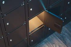 Ασφαλή κιβώτια κατάθεσης με το αναμμένο φως Ντουλάπια ασφάλειας r στοκ φωτογραφίες με δικαίωμα ελεύθερης χρήσης