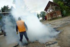 ασφαλτώνοντας εργασίε&sigmaf Στοκ εικόνες με δικαίωμα ελεύθερης χρήσης