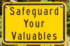 Ασφαλές σημάδι τιμαλφών φρουράς Στοκ φωτογραφία με δικαίωμα ελεύθερης χρήσης