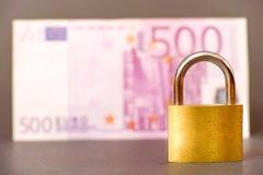 Ασφαλή χρήματα Στοκ φωτογραφία με δικαίωμα ελεύθερης χρήσης