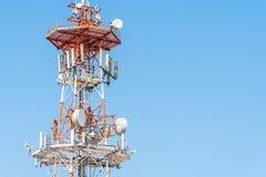 Ασύρματη τεχνολογία κεραιών TV ιστών τηλεπικοινωνιών Στοκ Φωτογραφίες