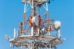 Ασύρματη τεχνολογία κεραιών TV ιστών τηλεπικοινωνιών Στοκ φωτογραφία με δικαίωμα ελεύθερης χρήσης