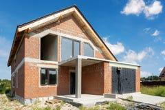 Ατελές οικογενειακό σπίτι που χτίζεται από τούβλινο στοκ εικόνες