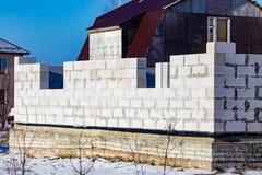 Ατελές σπίτι τούβλου στο εξοχικό σπίτι το χειμώνα Στοκ Εικόνα