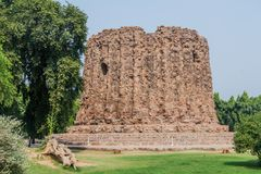 Ατελής μιναρές Alai Minar σε Qutub σύνθετο στο Δελχί, Indi στοκ εικόνα