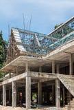 Ατελής ναός με τα ξύλινα υλικά σκαλωσιάς στοκ εικόνες με δικαίωμα ελεύθερης χρήσης