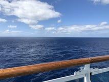 Ατελείωτη ωκεάνια άποψη από τη γέφυρα ενός κρουαζιερόπλοιου Στοκ φωτογραφία με δικαίωμα ελεύθερης χρήσης