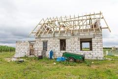 Ατελές σπίτι στην επαρχία Στοκ φωτογραφία με δικαίωμα ελεύθερης χρήσης