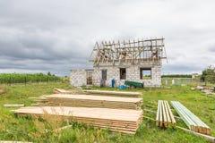 Ατελές σπίτι στην επαρχία Στοκ εικόνες με δικαίωμα ελεύθερης χρήσης