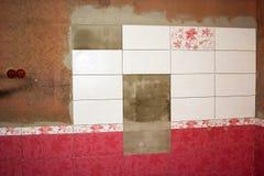 Ατελής διακόσμηση του λουτρού με τα κεραμίδια στοκ εικόνες με δικαίωμα ελεύθερης χρήσης