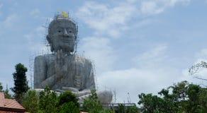Ατελής κατασκευή του Βούδα με τον ουρανό Στοκ Εικόνες