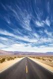 Ατελείωτος δρόμος ερήμων, έννοια ταξιδιού Στοκ φωτογραφία με δικαίωμα ελεύθερης χρήσης