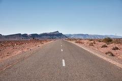 Ατελείωτος δρόμος στην έρημο Σαχάρας Στοκ Εικόνες