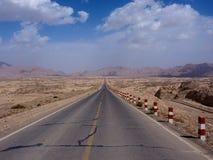 Ατελείωτος δρόμος, Xinjiang, Κίνα Στοκ Φωτογραφίες