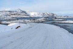 Ατλαντικοί δρόμος και γέφυρα στο χωριό Fradvang σε Lofoten archipel Στοκ Εικόνες